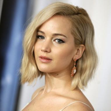 Jennifer Lawrence protagoniza la historia escrita y dirigida por Darren Aronofsky