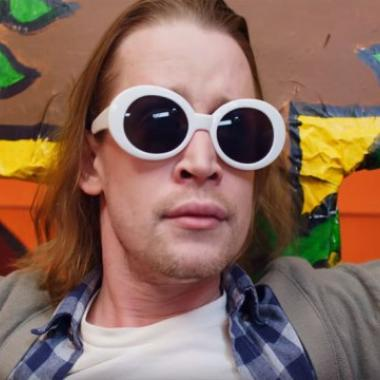 Macaulay Culkin es Kurt Cobain crucificado en el nuevo vídeo de Father John Misty