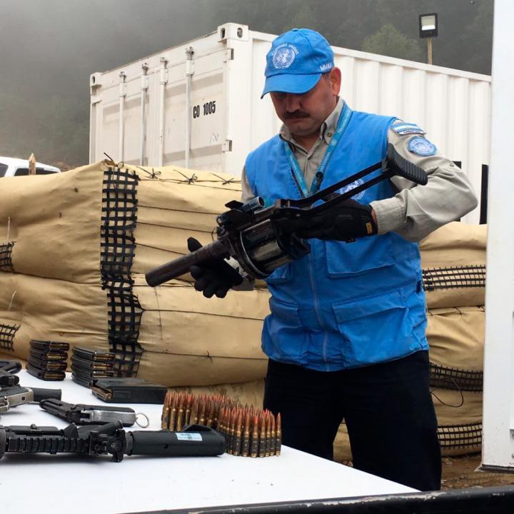 La ONU recolectando las armas de las FARC. Foto: Colprensa.