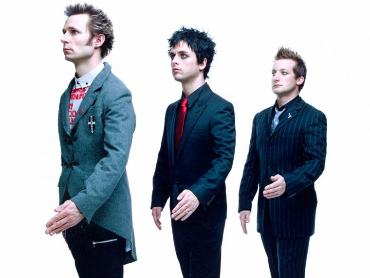 Green Day son Mike Dirnt (bajo y coros),  Billie Joe Armstrong (guitarra y voz), y Tré Cool (batería y coros).