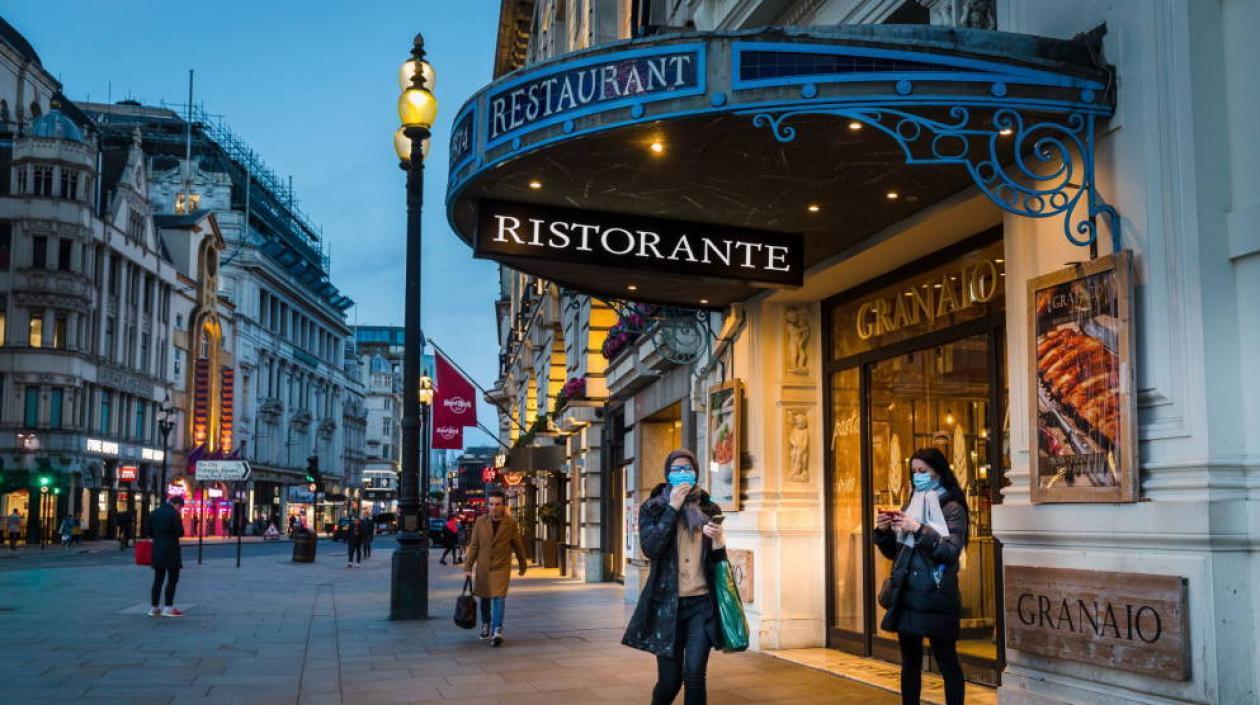 INGLATERRA SE PREPARA PARA LA REAPERTURA DE PUBS, RESTAURANTES Y HOTELES