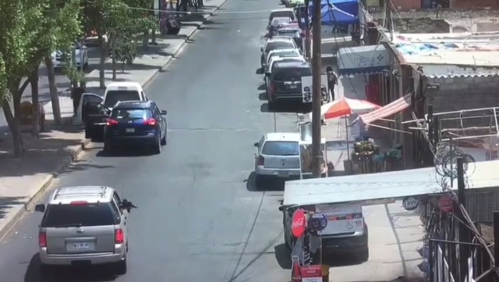 VIDEO: CAPTAN ATAQUE DESDE UNA CAMIONETA EN IZTAPALAPA