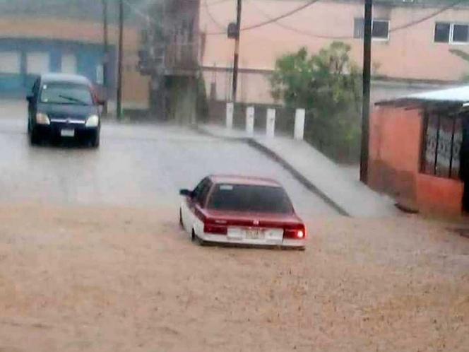 """DEPRESIÓN """"DOCE-E"""" DEJA CALLES Y CASAS INUNDADAS EN OAXACA"""