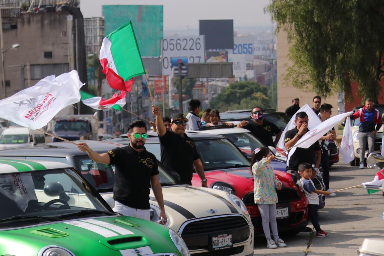 CON DESFILE DE AUTOS CONMEMORAN EL 210 ANIVERSARIO DE LA INDEPENDENCIA DE MÉXICO