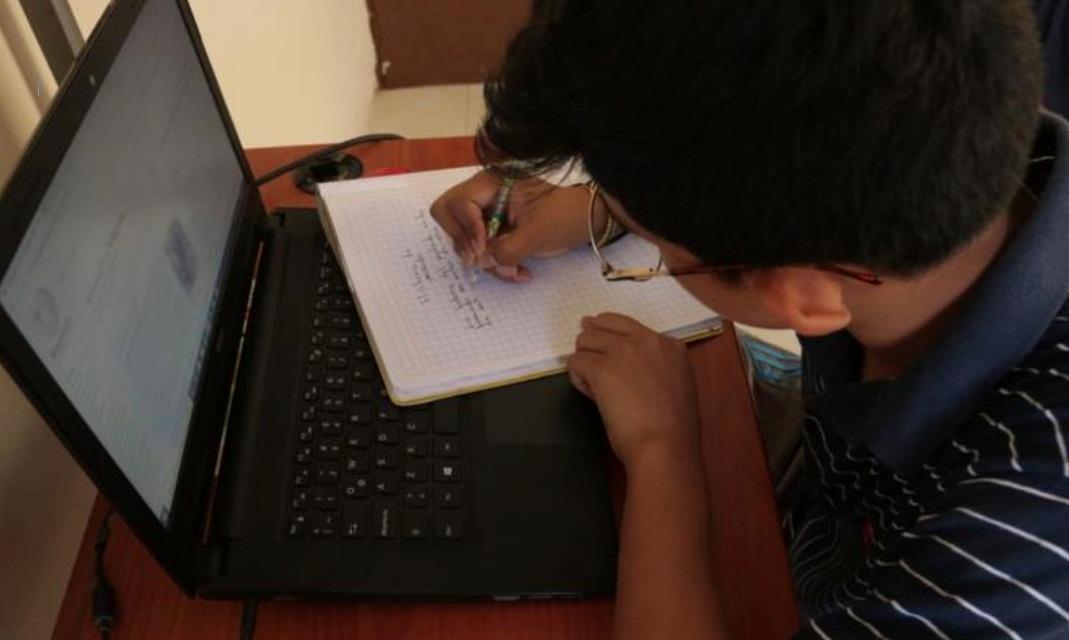 FAMILIA OFRECE TELEVISIÓN E INTERNET GRATUITOS PARA ESTUDIANTES DE BAJOS RECURSOS