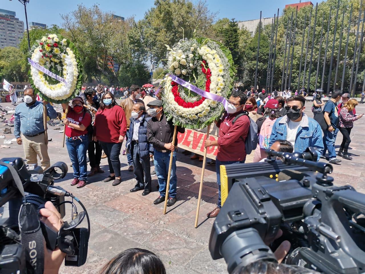 GRUPOS SOCIALES SE REÚNEN PARA CONMEMORAR LOS 52 AÑOS DE LA MATANZA DE TLATELOLCO