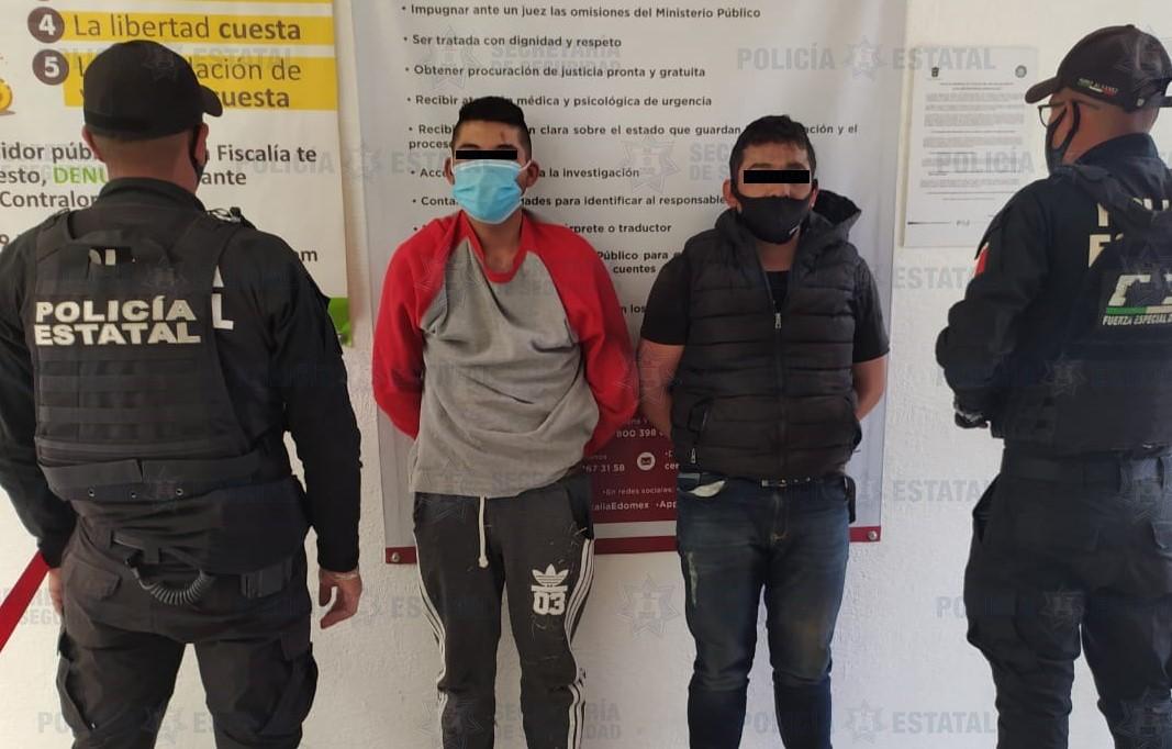 DETIENEN A DOS PERSONAS PROBABLEMENTE RELACIONADAS CON EL DELITO DE ROBO CON VIOLENCIA