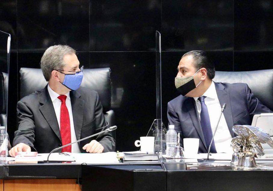 VIDEO: ESTEBAN MOCTEZUMA SE NIEGA A QUITARSE EL CUBREBOCAS EN EL SENADO