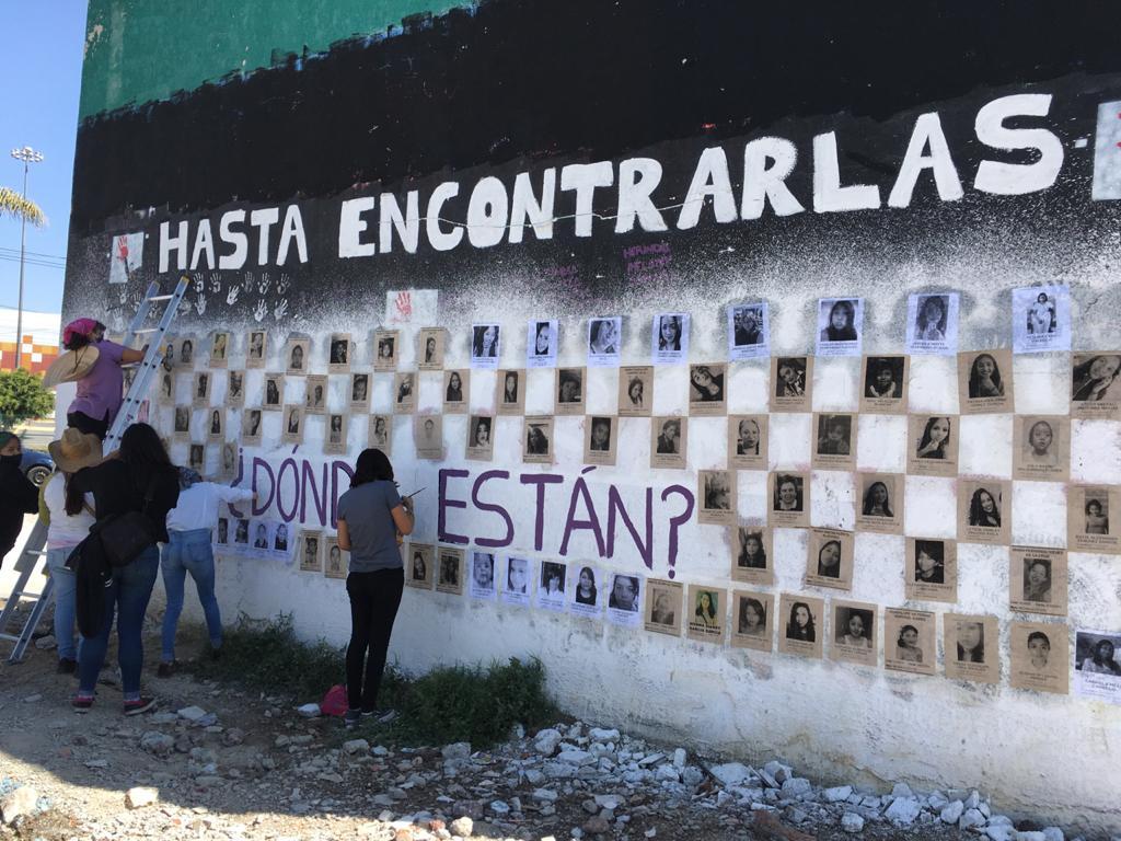 COLOCAN MURAL CON 150 FICHAS DE MUJERES DESAPARECIDAS EN NEZAHUALCÓYOTL