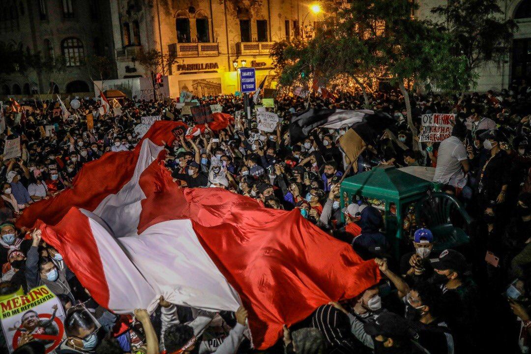 PROTESTAS MASIVAS EN PERÚ POR LA DESTITUCIÓN DEL EXPRESIDENTE MARTÍN VIZCARRA