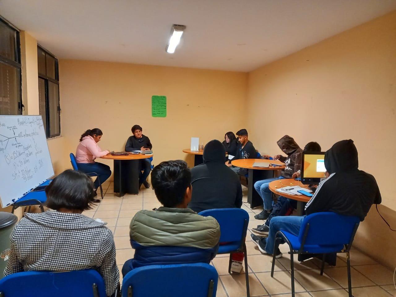 ESTUDIANTES RECIBEN POR ADELANTADO PAGO DE BECA BENITO JUÁREZ
