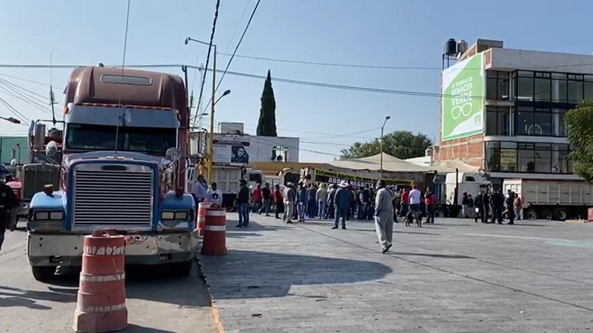 VIDEOS: TRANSPORTISTAS BLOQUEAN VIALIDADES EN NEXTLALPAN
