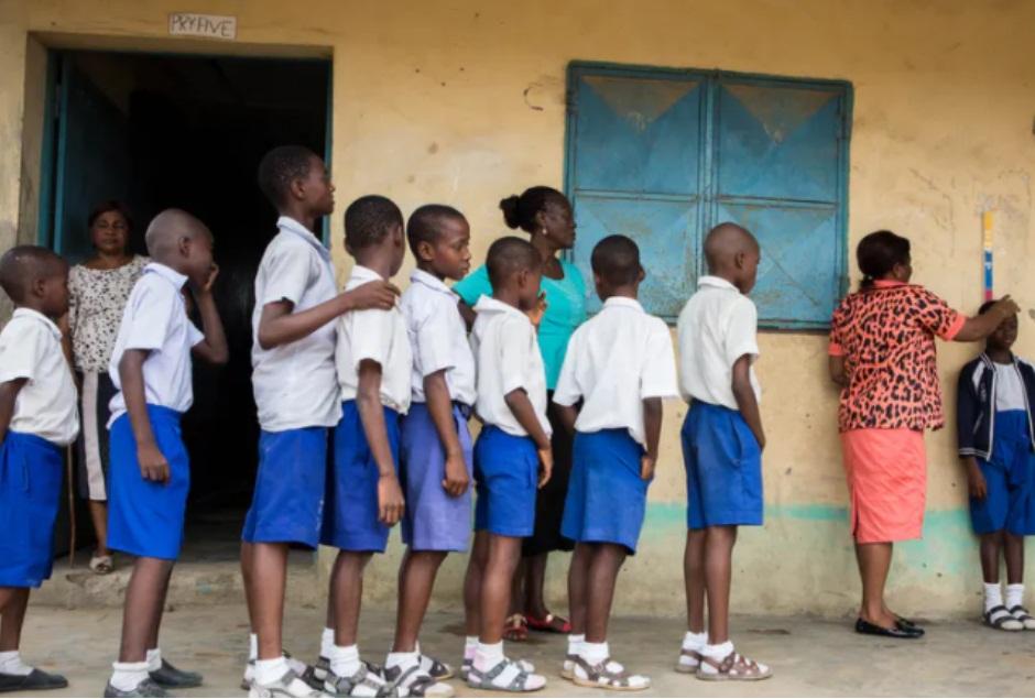 MÁS DE 300 ESTUDIANTES DESAPARECIDOS, TRAS UN ATAQUE ARMADO A UNA ESCUELA EN NIGERIA