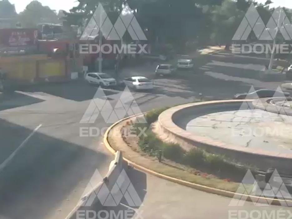 VIDEO: MOMENTO EXACTO DE UN CHOQUE ENTRE DOS AUTOS EN TOLUCA