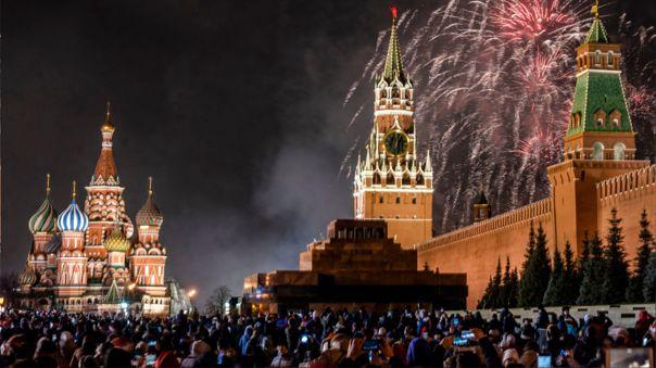 VIDEO: MOSCÚ RECIBE EL AÑO NUEVO CON ESPECTÁCULO DE FUEGOS ARTIFICIALES