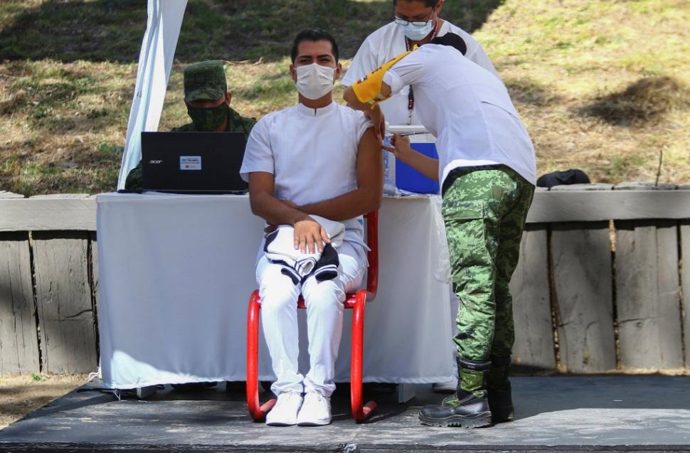 EN CDMX CERCA DE 30 MIL TRABAJADORES DE LA SALUD HAN SIDO VACUNADOS CONTRA COVID-19