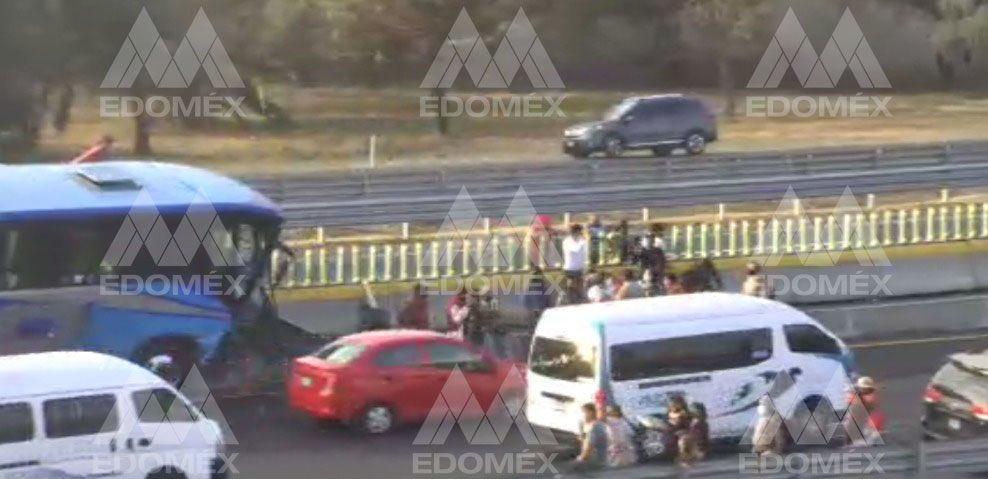 VIDEO: SE REGISTRA CHOQUE MULTIPLE EN LA AUTOPISTA MÉXICO-PACHUCA