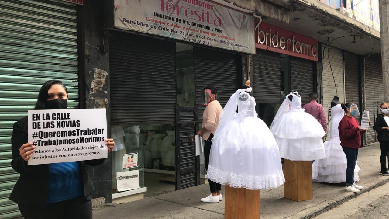 """TRABAJADORES DE """"LA CALLE DE LAS NOVIAS"""" SE SUMAN AL #ABRIMOSOMORIMOS"""