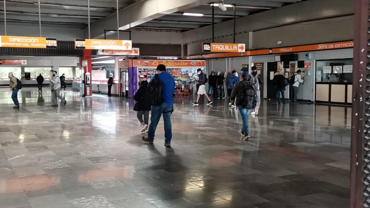 USUARIOS DEL METRO MODIFICAN SUS VIAJES, TRAS EL CIERRE DEL SERVICIO