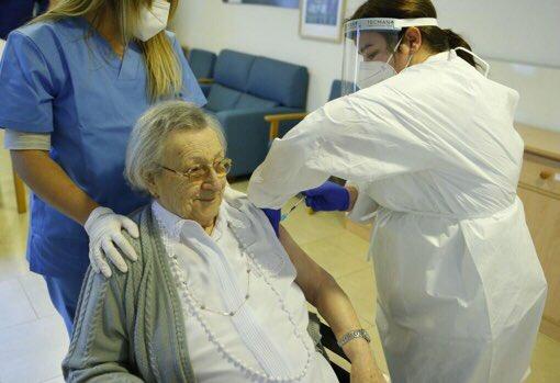 EL 71% DE ADULTOS MAYORES ACEPTA VACUNARSE CONTRA COVID-19