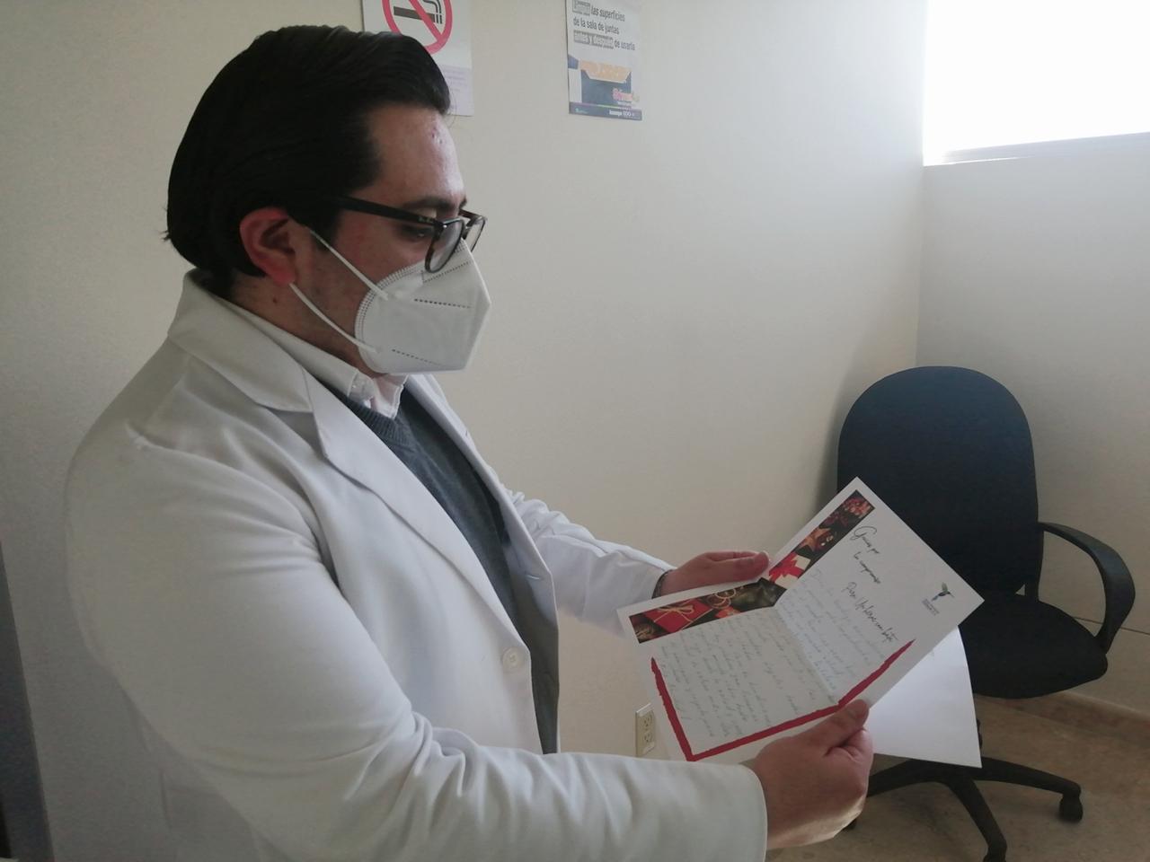 A TRAVÉS DE CARTAS AGRADECEN A PERSONAL MÉDICO SU LABOR EN LA PANDEMIA