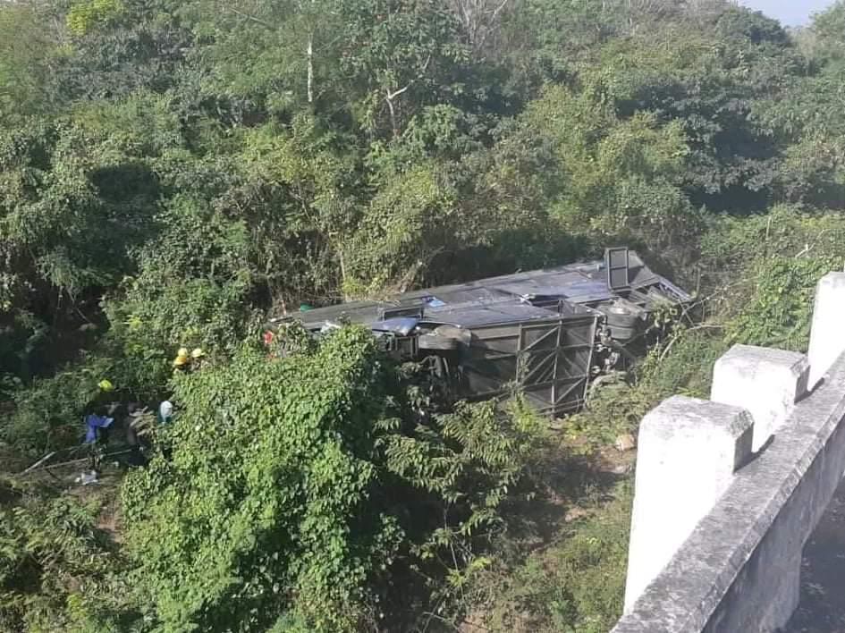 AL MENOS DIEZ MUERTOS Y 25 HERIDOS EN ACCIDENTE DE AUTOBÚS EN CUBA
