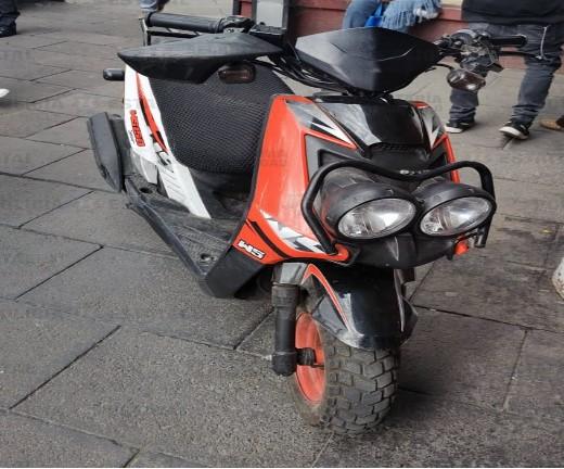 DETIENEN A SUJETO POSIBLE RESPONSABLE DEL ROBO DE UNA MOTOCICLETA