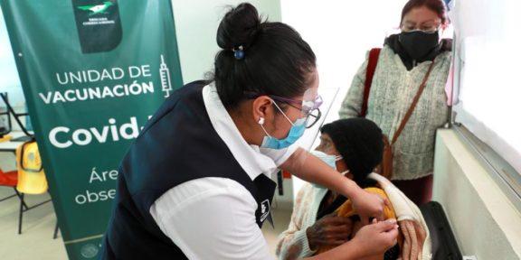 Vacunación a adultos mayores en la CDMX.