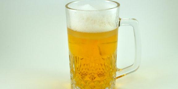 Cae venta de cerveza