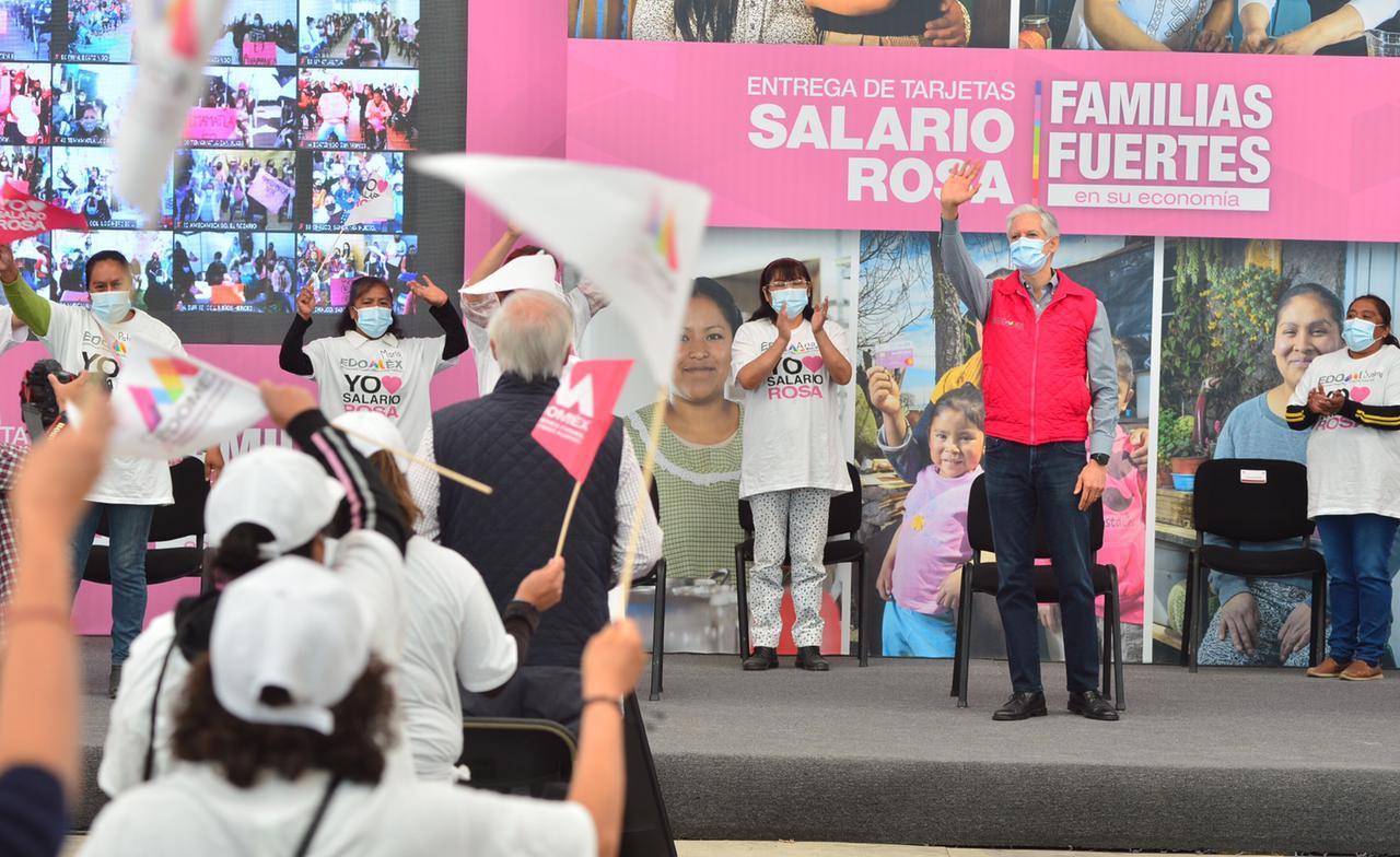 ALFREDO DEL MAZO ENTREGA TARJETAS DEL SALARIO A MÁS DE 4 MIL AMAS DE CASA