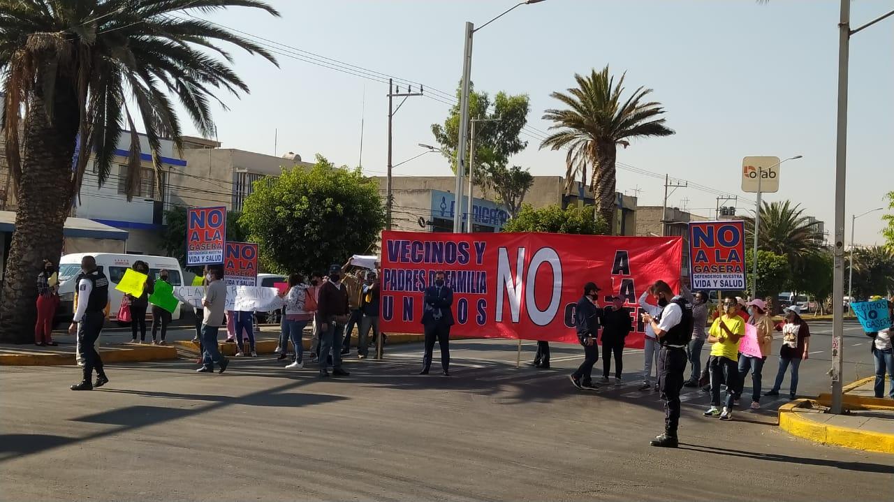 HABITANTES DE NEZAHUALCÓYOTL CIERRAN VIALIDAD EN PROTESTA POR LA CONSTRUCCIÓN DE UNA GASERA