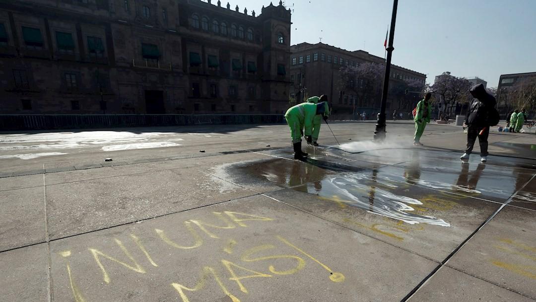 APURAN LIMPIEZA DEL ZÓCALO TRAS MANIFESTACIONES DEL 8M