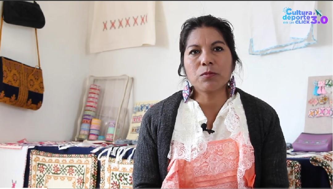 ANGÉLICA REYES MARTÍNEZ UNA DE LAS PRINCIPALES EXPONENTES DEL BORDADO MEXIQUENSE