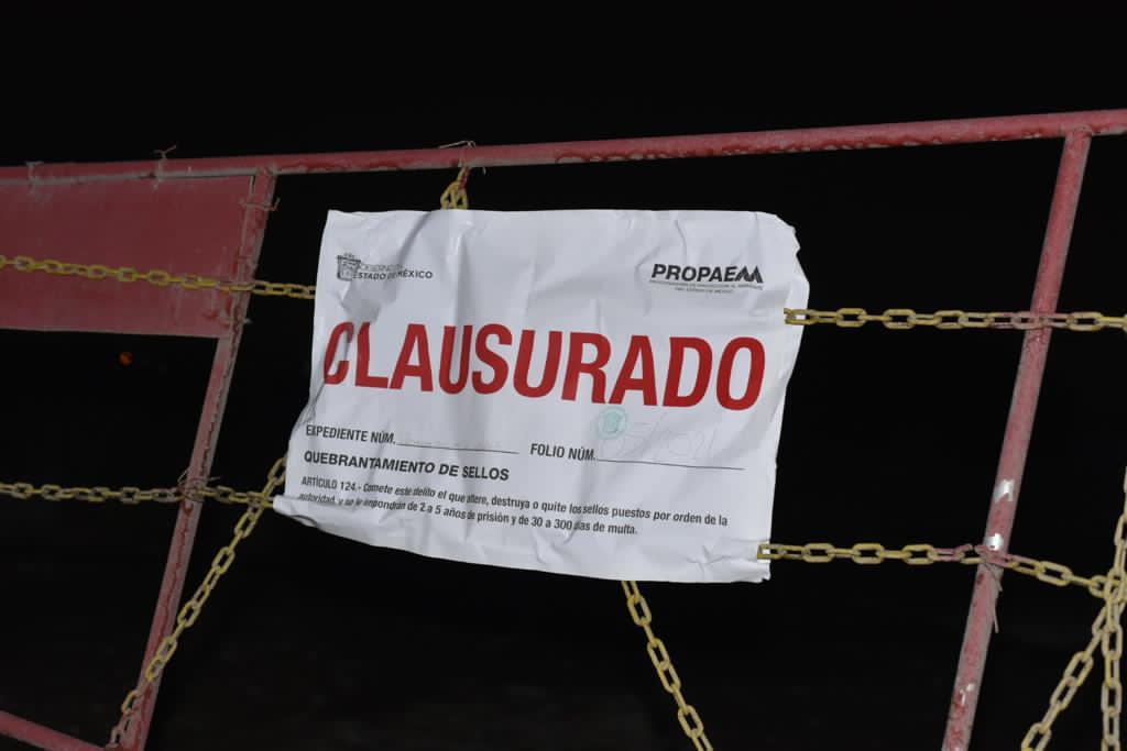 ASEGURAN Y CLAUSURAN UN TIRADERO DE BASURA CLANDESTINO EN CHALCO