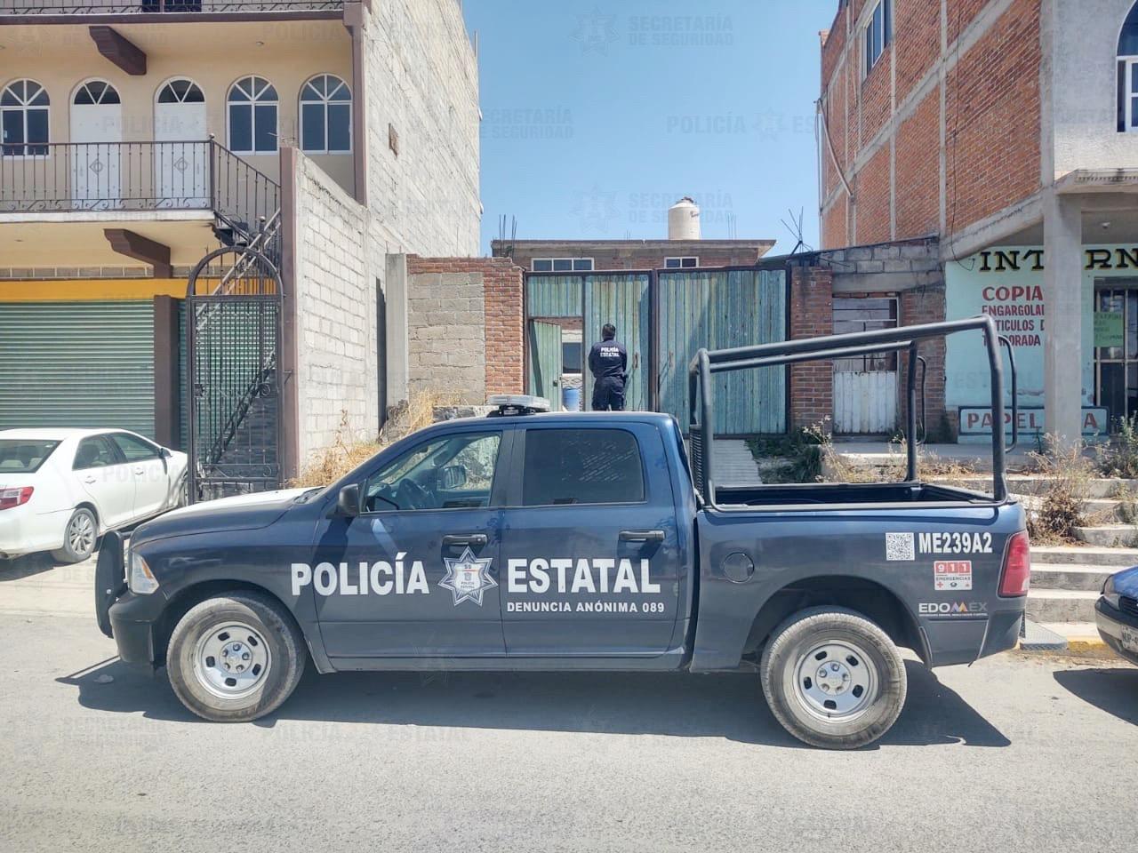 POLICÍAS RESGUARDAN PREDIO DONDE SE LOCALIZÓ UN VEHÍCULO ROBADO EN TEOLOYUCAN