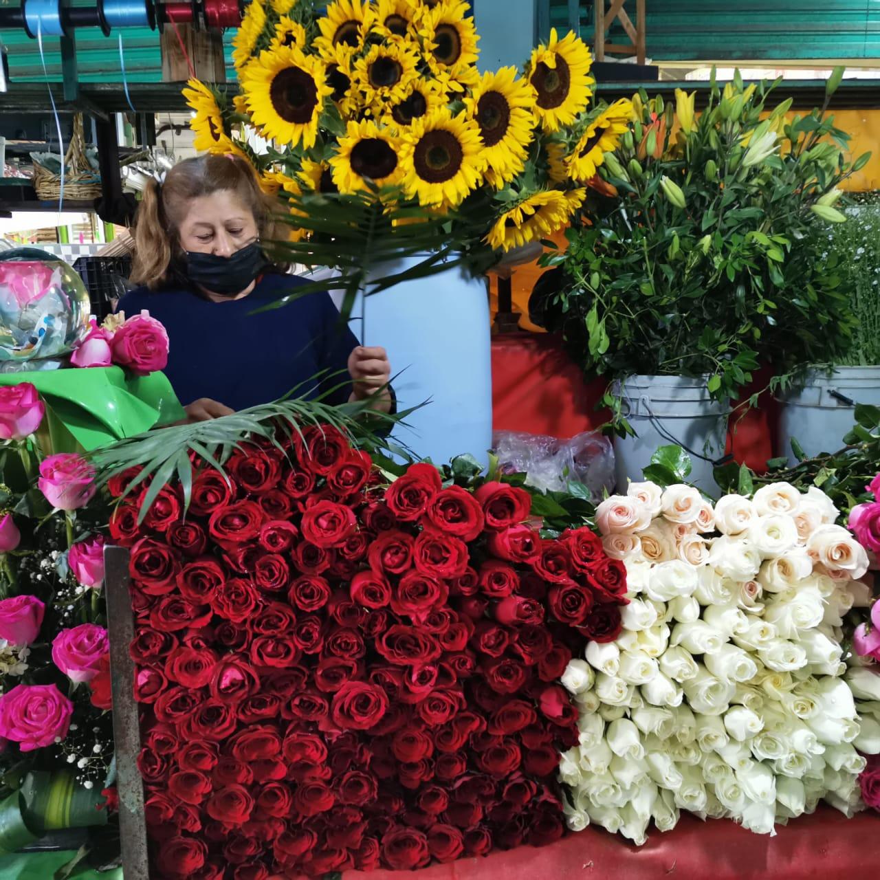 MEXIQUENSES BUSCAN FLORES PREVIO AL DÍA DE LAS MADRES