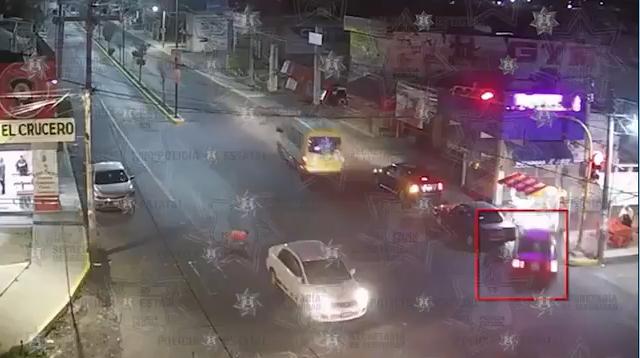 VIDEO: ASÍ SE IMPACTÓ UN AUTO CONTRA UN NEGOCIO EN LA TOLUCA-TEMOAYA