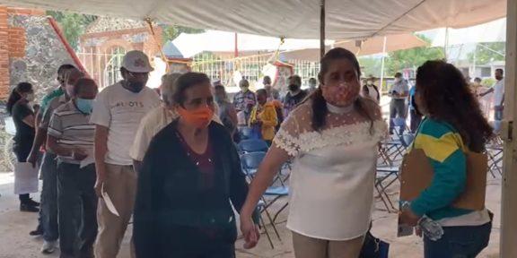 RECIBEN ADULTOS MAYORES DE NEXTLALPAN SEGUNDA DOSIS DE VACUNA