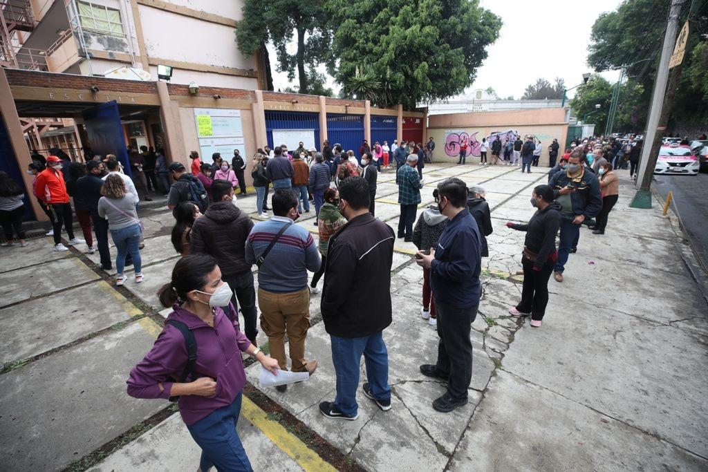 CIUDADANOS DE LA CDMX REPORTAN RETRASOS EN LA APERTURA DE CASILLAS