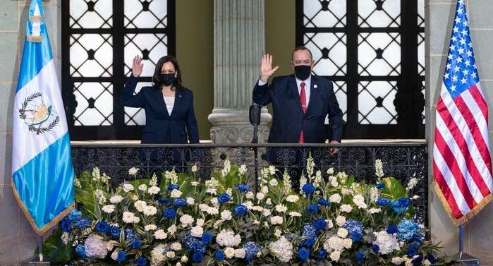HARRIS OFRECE AYUDA A GUATEMALA PARA FRENAR LA MIGRACIÓN