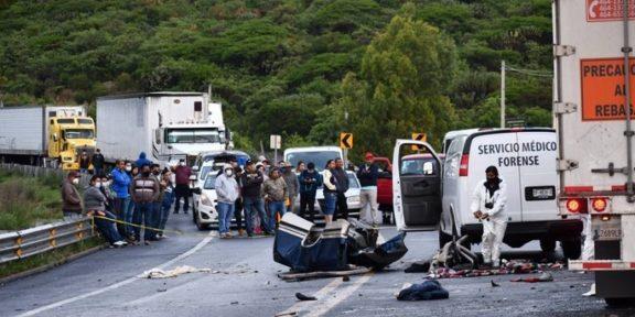 SIETE JÓVENES EN ACCIDENTE EN LA CARRETERA SAN MIGUEL DE ALLENDE - QUERÉTARO