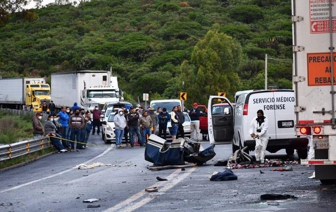 SIETE JÓVENES EN ACCIDENTE EN LA CARRETERA SAN MIGUEL DE ALLENDE-QUERÉTARO MURIERON