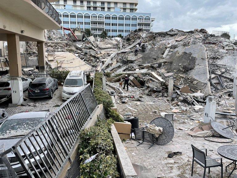 AL MENOS 28 LATINOAMERICANOS ENTRE LOS DESAPARECIDOS EN EL DERRUMBE DEL EDIFICIO EN MIAMI