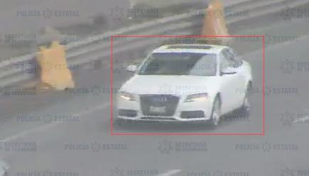 RECUPERAN UN AUTO ROBADO MEDIANTE SISTEMA DE ARCOS CARRETEROS EN OCOYOACAC