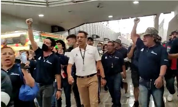 HAY MANIFESTACIÓN DENTRO DEL AEROPUERTO DE LA CDMX
