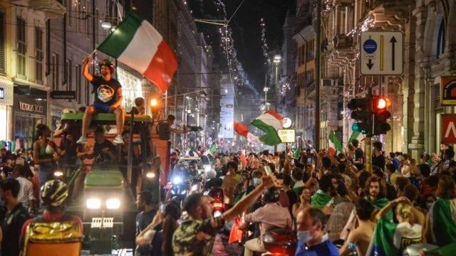 CELEBRACIONES POR LA EUROCOPA DEJAN UN MUERTO Y VARIOS LESIONADOS EN ITALIA