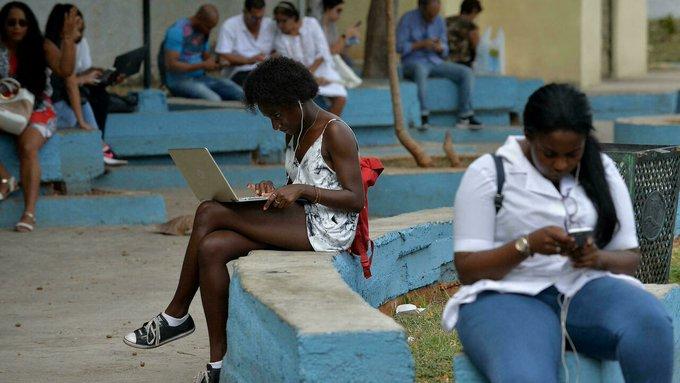 BIDEN EVALUA SI EU PUEDE RESTAURAR EL ACCESO A INTERNET EN CUBA