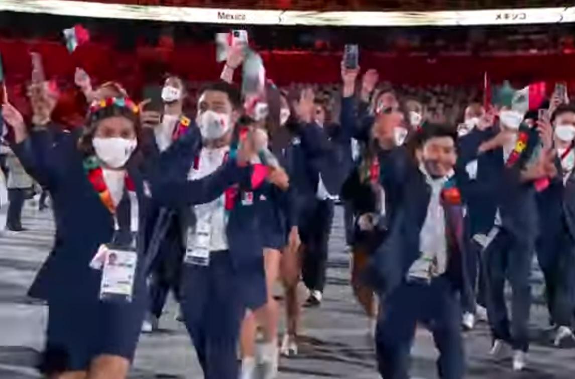 VIDEO: ATLETA MEXICANO SE QUITA EL CUBREBOCAS DURANTE CEREMONIA DE TOKYO 2020