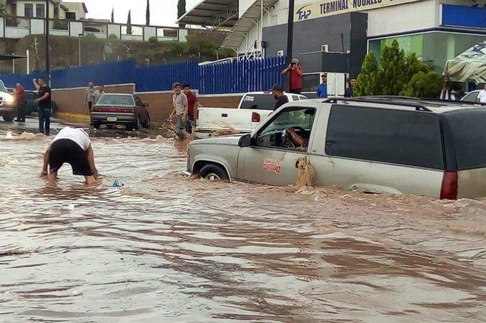 FUERTES LLUVIAS PROVOCAN INUNDACIONES EN NOGALES, SONORA