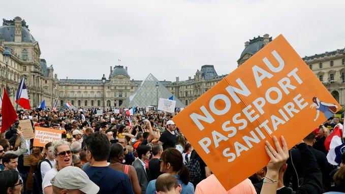 FRANCESES PROTESTAN CONTRA PASAPORTE COVID-19